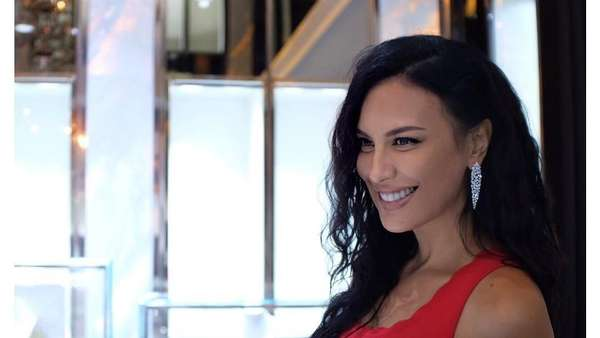 Dina Lorenza, Sophia Latjuba, Ayu Ting Ting, hingga Sandra Dewi