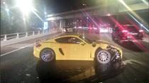 Mobil Sport Terlibat Tabrakan di Jalan Layang Tol Tomang