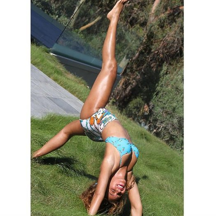 Ratu pop dunia Beyonce sudah memiliki tiga anak dan masih terlihat sangat seksi dan bugar. Rahasianya? Rutin berolahraga dan skip junk food! (Foto: Instagram/beyonce)
