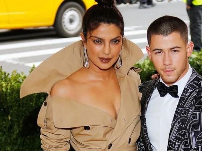 Nick Jonas Benarkan Rumor Pertunangan dengan Priyanka Chopra