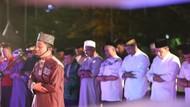 Khusyuknya Salat Gerhana Bulan di Anjungan Pantai Losari Makassar