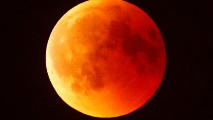 Fenomena gerhana bulan total yang terjadi di dunia memberikan pemandangan yang menakjubkan. Keindahannya pun tampak jelas terlihat hingga negara Jerman.