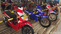 Ratusan Motor Modifikasi Terparkir di Makassar