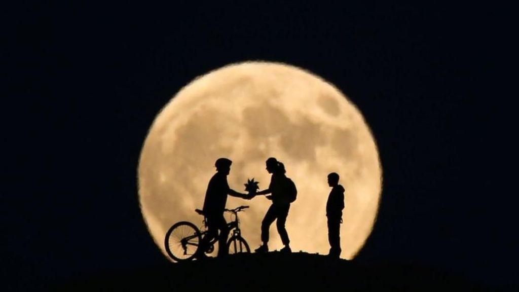 China dan Mimpi Manusia Punya Bulan Tiruan