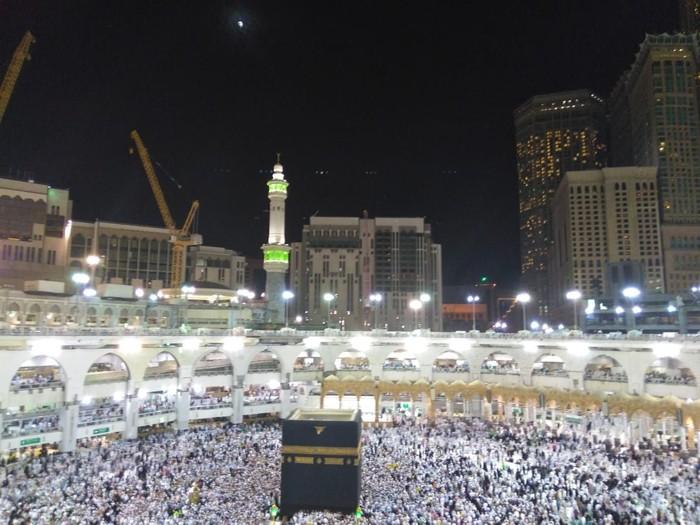 Gerhana bulan total di sebagian belahan bumi juga terjadi di langit Kota Mekah, Arab Saudi. (Dok. Media Center Haji 2018)