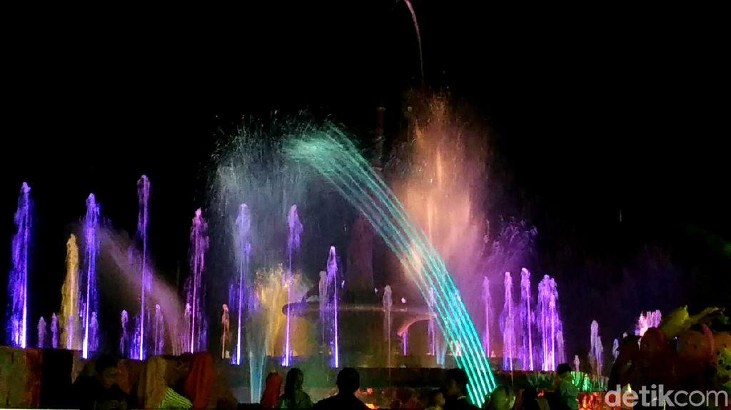Aih Kerennya Air Pertunjukan Air Mancur Menari di Blitar