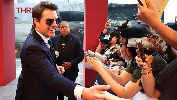 Kunjungi Korea, Tom Cruise Jago Bikin Finger Heart ala K-Pop