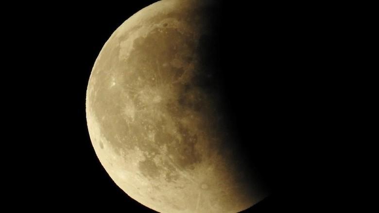 Indahnya Gerhana Bulan Total di Berbagai Negara