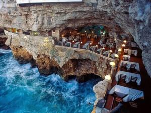 Keren! 6 Restoran Unik di Dunia Ini Ada di Atas Perbukitan yang Indah