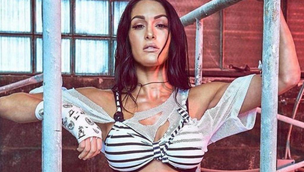 Sisi Lain Nikki Bella, Pegulat Mantan Tunangan John Cena yang Suka Yoga
