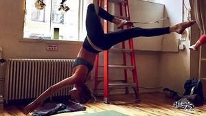 Malam Minggu, Yoga Bareng Para Model dan Seleb Hollywood Yuk!