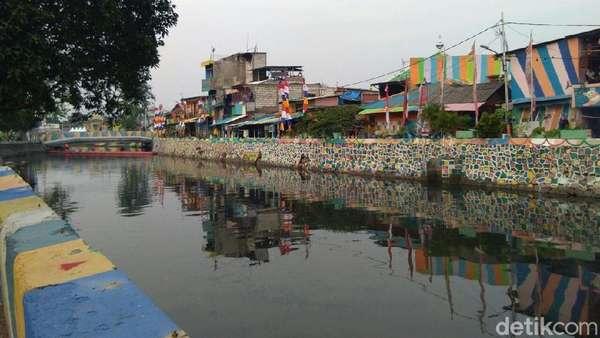 Saga Kali Item: Waring Dibentang, Microba Dilepaskan