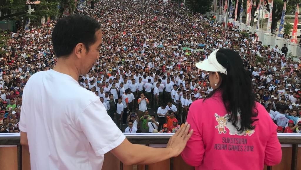 Lautan Massa yang Ikut Jalan Sehat Bareng Jokowi di Makassar