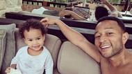 Keseruan John Legend Saat Kenalkan Satwa Eksotis pada Putrinya