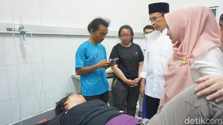 TGB Jenguk Korban Gempa di RS Soedjono Lombok Timur