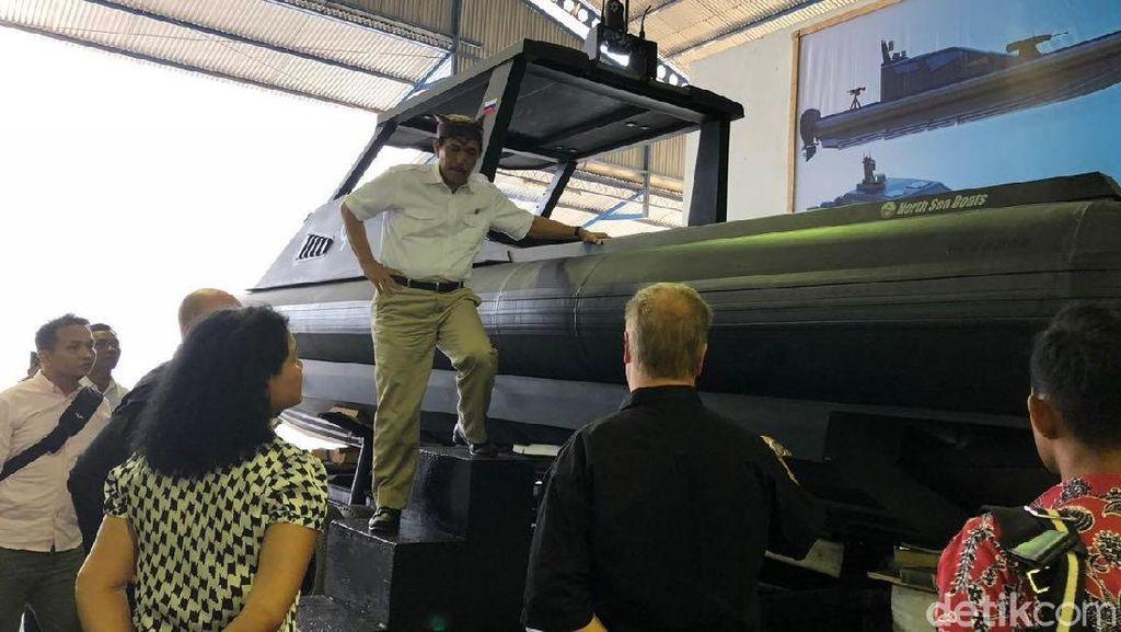 Di Banyuwangi, Luhut Kunjungi Pabrik Tank Boat Antasena