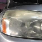 Begini Cara Membersihkan Lampu Mobil Berembun