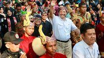 Ikut Karnaval Etnik, Menko Luhut: Banyuwangi Paten!