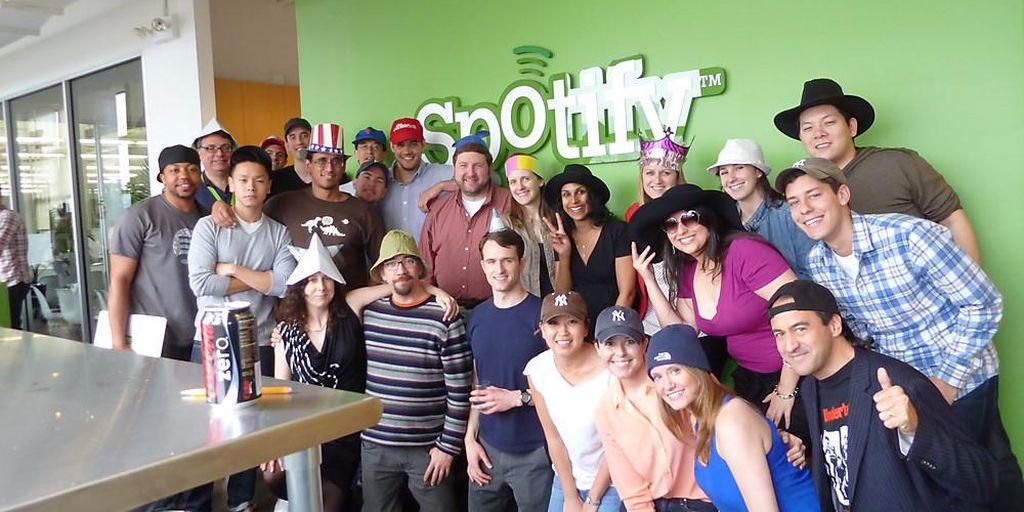 Spotify. Perusahaan ini memberikan 6 bulan cuti berbayar ditambah satu bulan kerja secara fleksibel kepada karyawannya yang baru mempunyai anak.Spotify juga menanggung biaya karyawannya yang melakukan pembekuan telur dan program kesuburan. Foto: Istimewa