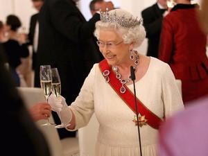 Ternyata Ratu Elizabeth Tidak Bisa Lepas dari Makanan Ini