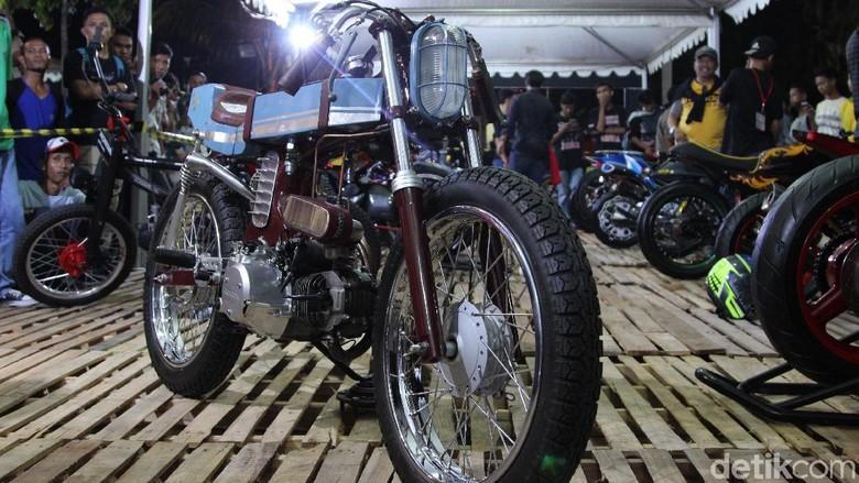 Honda Karisma 2003 ala Cafe Racer (Foto: Dadan Kuswaraharja)