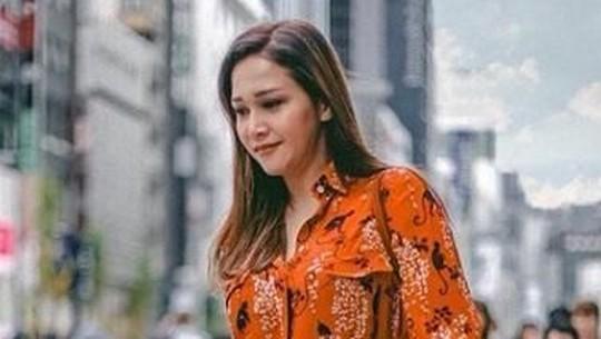 Gaya Maia Estianty Bersama Calon Mantu saat Liburan di Jepang