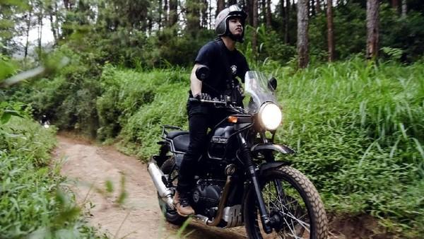 Berangkat dari Malang, Derby menempuh jarak kurang lebih 120 Km pulang-pergi (PP) ke Bromo. Derby melewati trek offroad yang menantang. (dok. Istimewa)