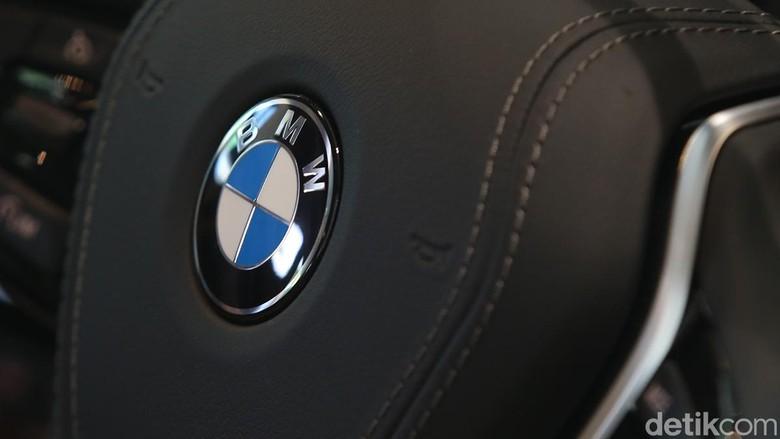 Logo BMW. Foto: Ari Saputra