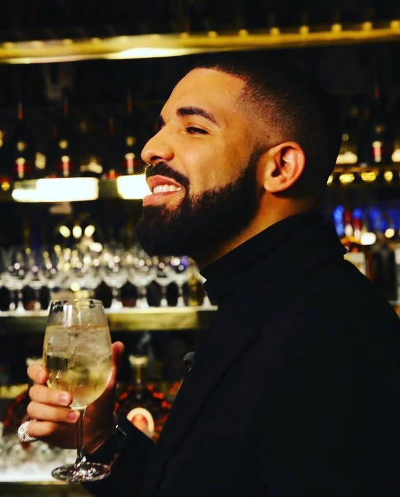 Album Drake berada di peringkat album teratas di Apple Music. Foto: Instagram @champagnepapi