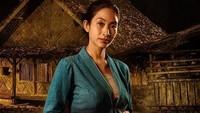 Happy Salma berperan sebagai Suci, ibu dari Wira Sableng.Dok. Instagram/wirosablengofficial