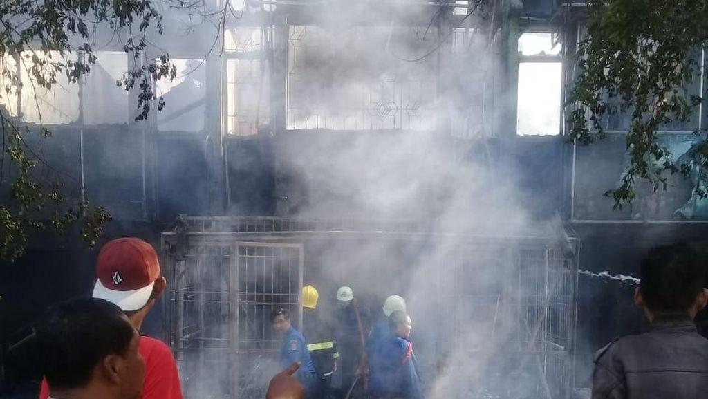 9 Ruko dan 3 Rumah di Pasar Kemis Tangerang Terbakar