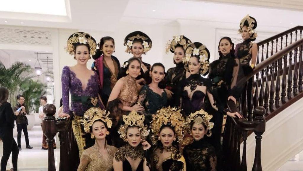 Ayu Tenan, Gaya Para Puteri Indonesia Reunian di Fashion Show Anne Avantie