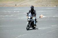 Setelah cukup istirahat, Dikta langsung menggeber motornya ke Lautan Pasir Bromo. Meski terlihat mudah, tapi ternyata tidak semudah yang dibayangkan. (dok. Istimewa)