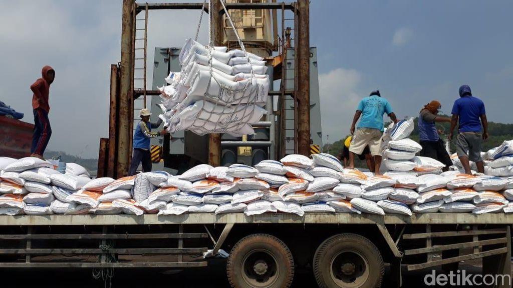 Impor Beras Tak Selalu Karena Produksi Jeblok