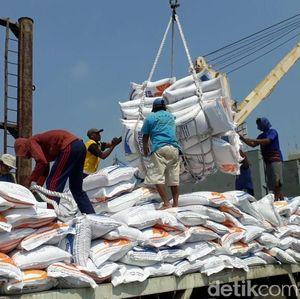 Jutaan Ton Beras Impor Banjiri Indonesia