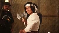 Vino G. Bastian memerankan tokoh utama yakni Wiro Sableng sang pendekar kapak maut naga geni 212.Dok. Instagram/wirosablengofficial