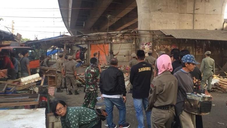PKL di Kolong Flyover Arif Rahman Hakim Depok Dibongkar