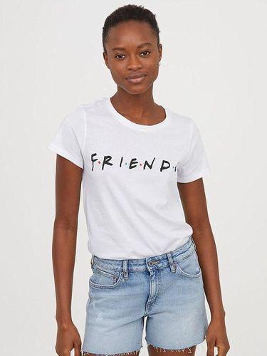 Kaus 'Friends' keluaran H&M.