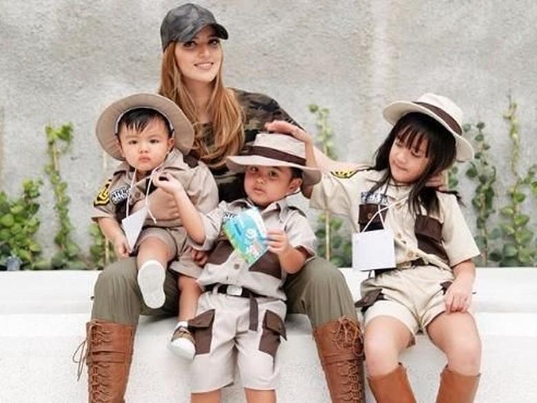 Gaya Putri Nia Ramadhani Pakai Gaun dari Desainer Anak Beyonce