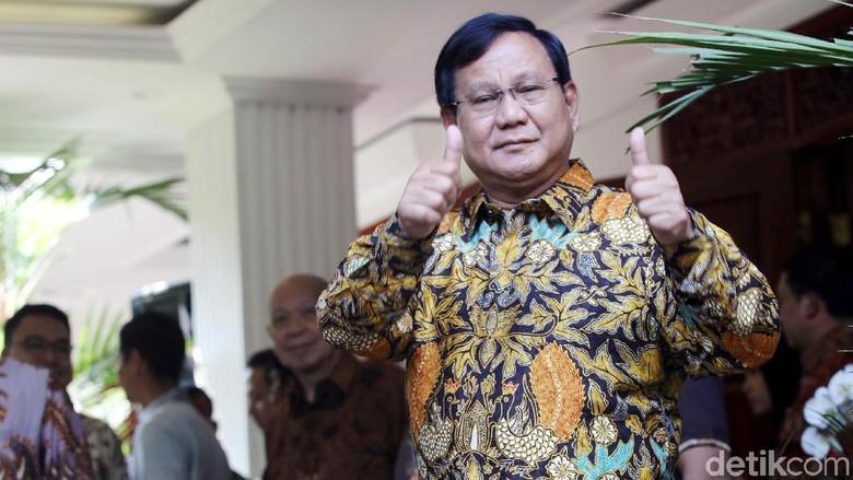 Respons Prabowo soal Pantun Farhat Pilih Jokowi Masuk Surga