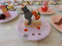 Keren! Resto Ini Sajikan Dessert All You Can Eat di Conveyor Belt