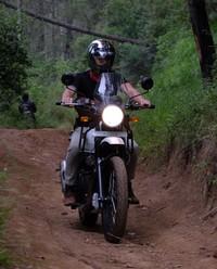 Menempuh perjalanan dari Malang, Dikta dan rombongan melewati rute yang anti mainstream. Rute ini sekaligus untuk menjajal kemampuan motor Royal Enfield Himalayan yang baru diluncurkan. (dok. Istimewa)