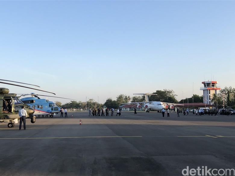 Naik Heli, Jokowi dan TGB Kunjungi Lokasi Gempa di Lombok Timur