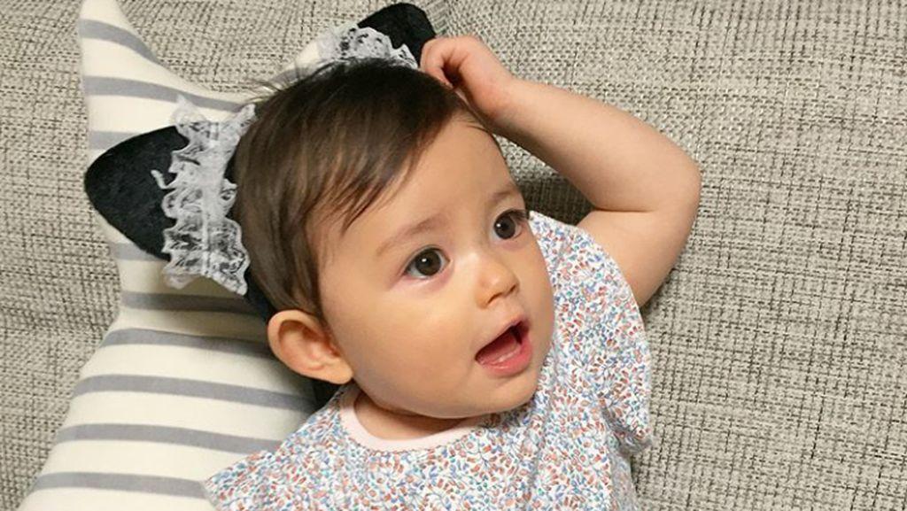 Tingkah Bayi Ini Bikin Kita Senyum-senyum Sendiri