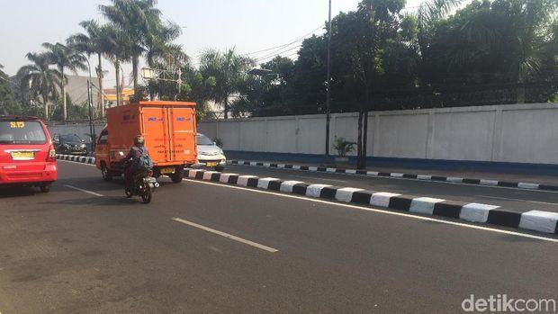 Warna-warni Jalanan DKI yang Jadi Hitam Putih Lagi