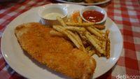 Fish Boomber: Unik! Fish and Chips Dipadu Nasi Kari dengan 7 Pilihan Saus