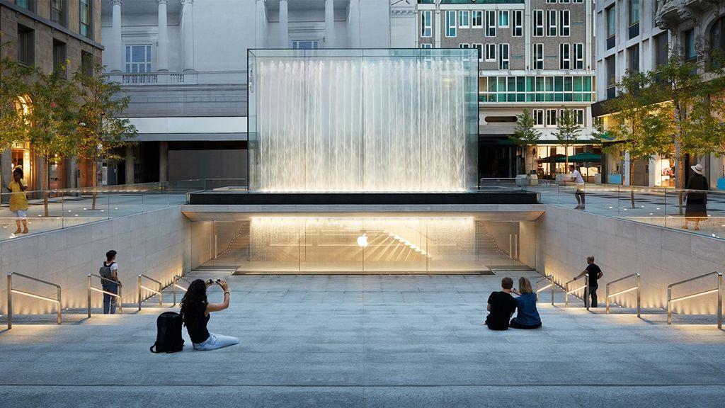 Toko ini bernama Apple Piazza Milano. Foto: Apple