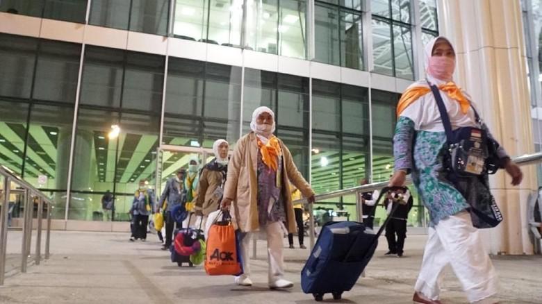 Jemaah Haji Kloter Terakhir Gelombang Pertama Mendarat di Madinah