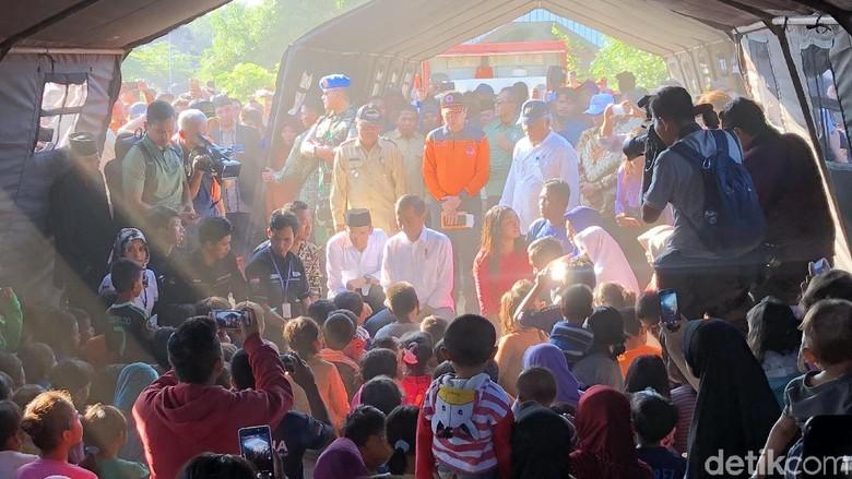 Jokowi dan TGB Tinjau Rumah Roboh Akibat Gempa NTB
