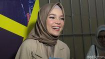 Ini Komentar Dewi Sandra soal Inneke yang Absen Fashion Show